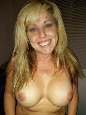 Christine, mariée, infidèle recherche un sexfriend pour l'après-midi