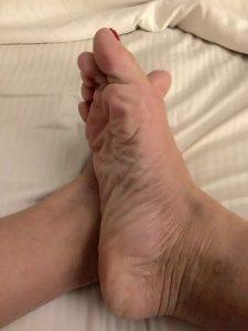 F Fétichistes des pieds aimeraient s'occuper de vos pénis dans le 13