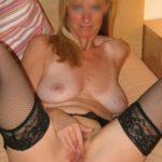Femme cougar blonde pulpeuse pour plan sexe