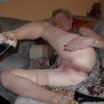 Grand mère encore séduisante tente sa chance pour bon coup de temps en temps
