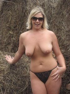 Mature blonde marseillaise