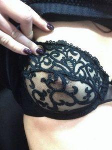 Trio sexe avec une belle femme mature joueuse