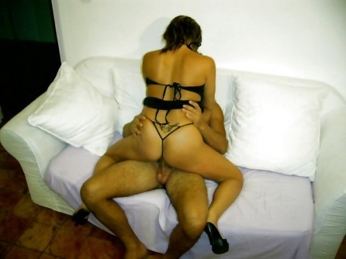 Couple recherchant une jeune femme pour découvrir le plaisir du sexe à 3.