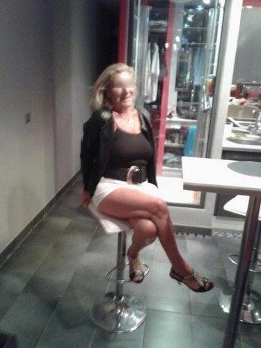 Blonde mature du 13 cherche un expert en sodomie