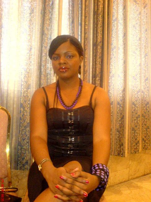 Femme noire à la recherche d'un bon plan q sur Antibes